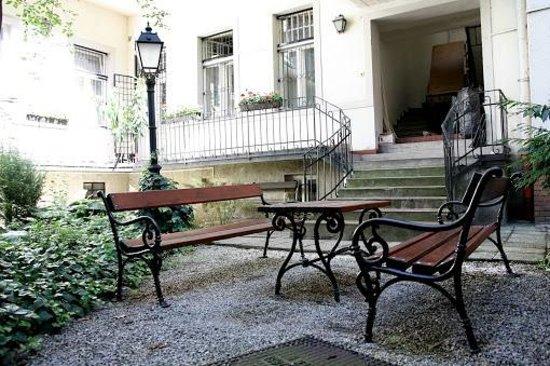 MetroMM Budapest : Garden & benches