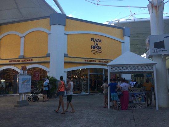 La Isla Shopping Village : Магазин сувениров в мексиканском стиле в La Isla