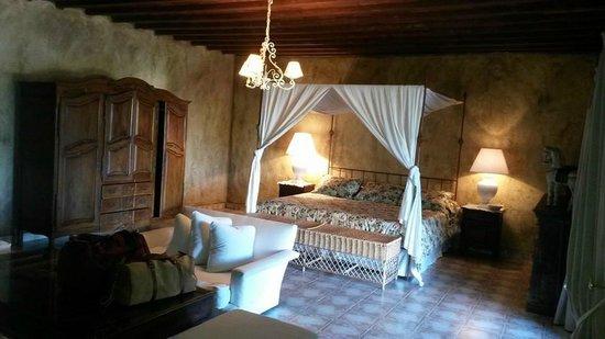 Hotel La Bluette : ROOM N°8, NOTICE ANTIQUE CLOSET