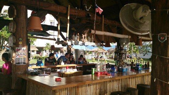 Fiesta Resort & Spa Saipan: Пляжный бар
