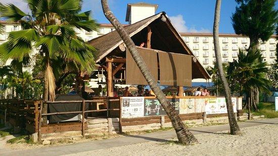 Fiesta Resort & Spa Saipan: Бич бар
