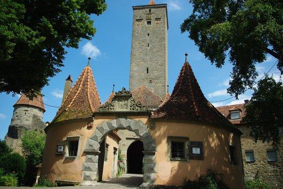 Burgtor und Burg: ブルク公園側