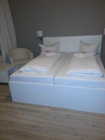 Apartment Hotel Lindeneck : Ein Riesen - Bett
