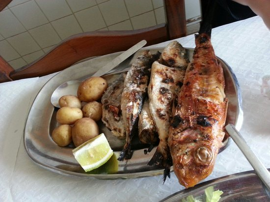 Casa de Pasto Armenio: Mixed grilled fish, we think red mullet, two sardines, swordfish and what we think was sea bream