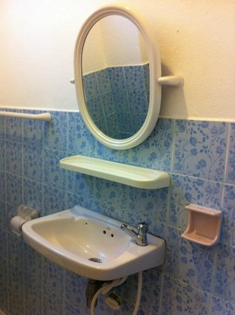 Ruenmayura Hostel : Bathroom