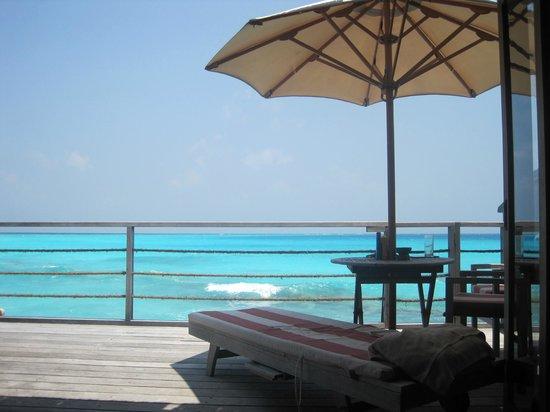 Reethi Beach Resort: WV deck