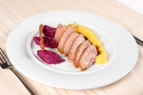 City Plaza Hotel: Duck breast with red cabbage mousse and mashed pumpkin