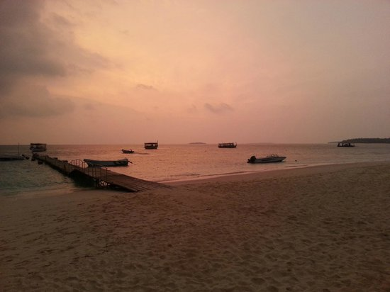 Reethi Beach Resort: Sunset view from the Sunset Bar