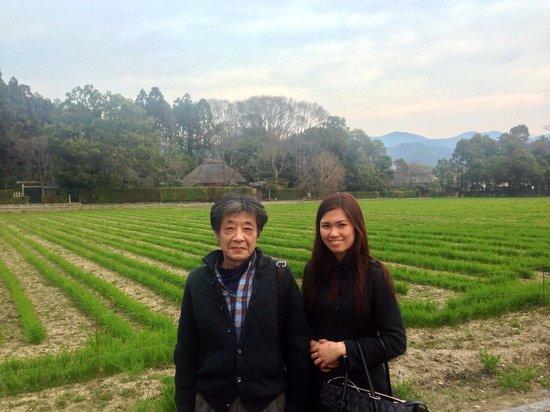 Salon Haraguchi Tenseian: Mr Haraguchi and I in Arashiyama. Behind us is the Rakushisha Residence(500 yrs old hut)