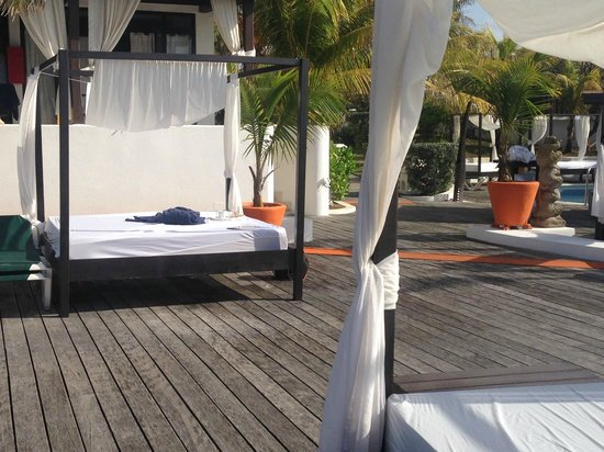 Silver Point Hotel: Pool/ lounge area