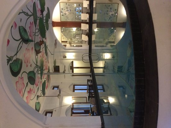 The House of MG: Kitsch swimming pool