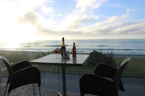 Beachfront Hotel Hokitika: Our room's porch