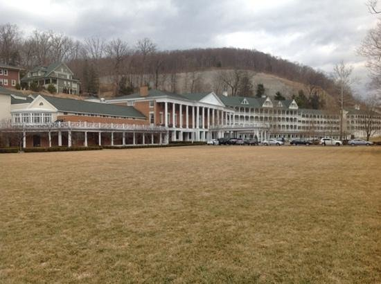 Omni Bedford Springs Resort: The two storey indoor mineral pool is in the left hand rounded building.