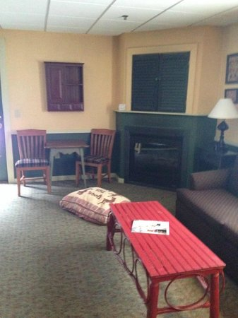 Common Man Inn & Spa: Spacious room