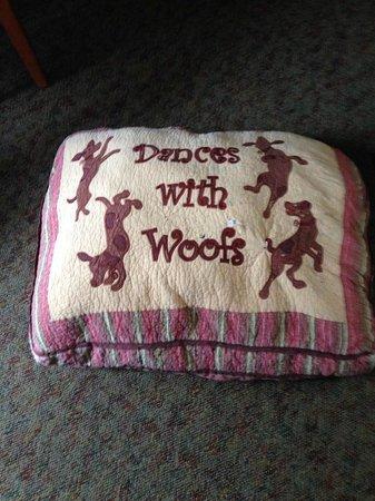 Common Man Inn & Spa: Cute doggy bed :)