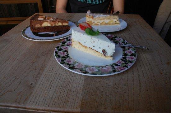 kuchenbar. : Mint / banana and chocolate / apple and vanilla cake