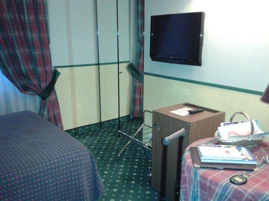 Hotel Victoria : Lato frigo TV