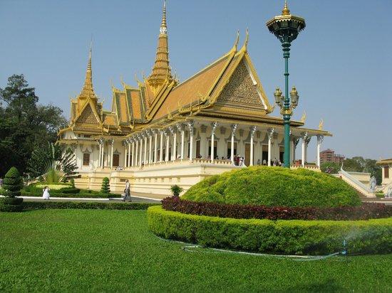 Khuon Tour Private Day Tours: Palais Royal de Phnom Penh
