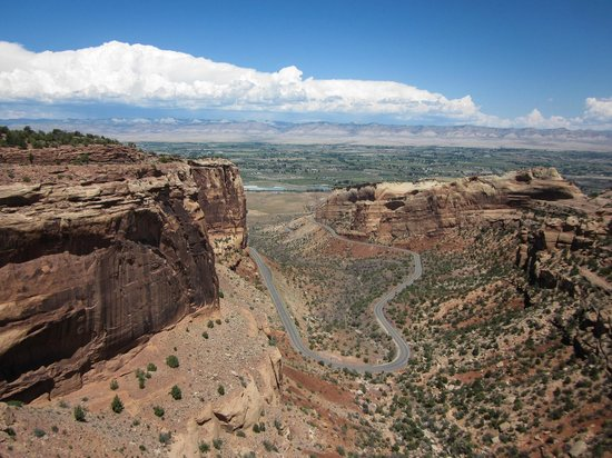 Colorado National Monument : The road that winds up
