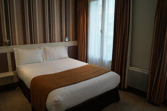 Volney Opera Hotel: la chambre avec balcon