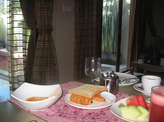 Kamuela Villas Seminyak: Breakfast