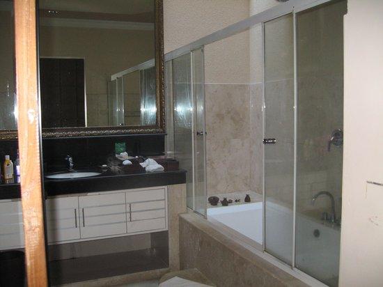 Kamuela Villas Seminyak: Bathroom