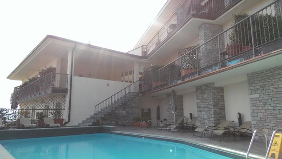 Hotel La Perla: room with balcony over pool