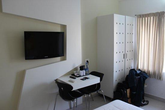 Hotel Millennium Continental: Room 303
