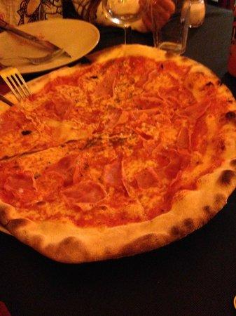 Pizzeria La Tartaruga : Pizza De Margarita/Queso