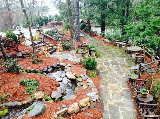 Lake Rabun Hotel & Restaurant : Garden