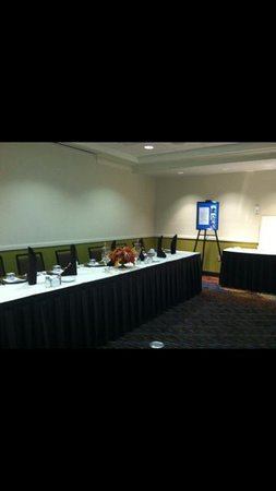 Holiday Inn & Suites Atlanta Airport - North: Business Center