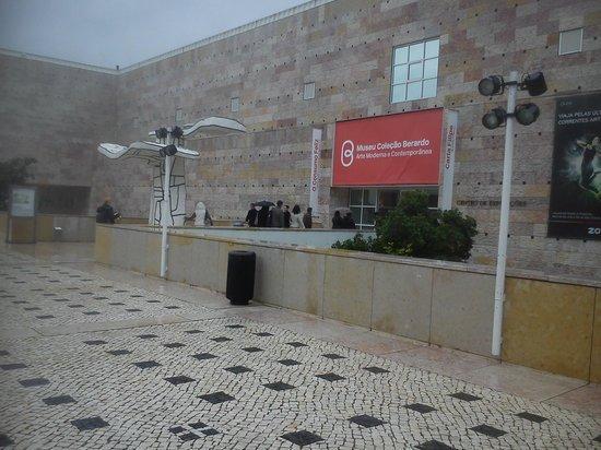 Musée Berardo : Esterno dell'entrata alla Coleçao Berardo