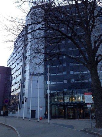 Anker Hotel: фасад здания отеля (а с торца - одноименный хостел)