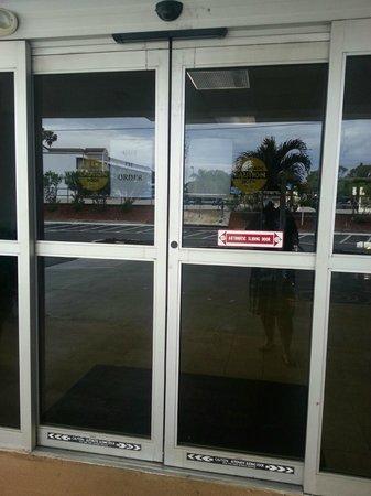 Ramada Sarasota: doors broken