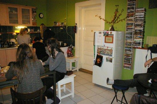 Mandala Hostel: kitchen
