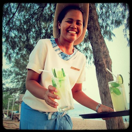 Anantara Mai Khao Phuket Villas: Sweet staff serving us by the beach