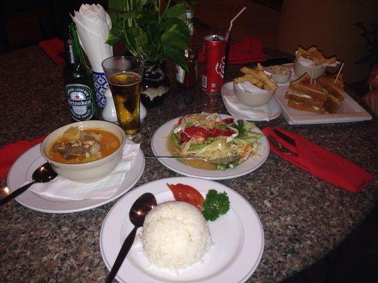 The Dining Room at Pacific Club: Papaya salad and massaman curry