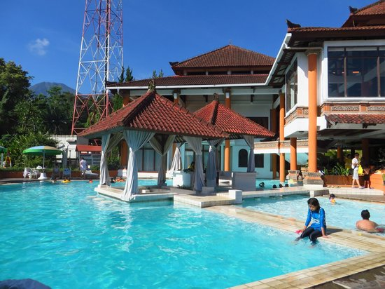 Royal Trawas Hotel & Cottages: Swimming Pool