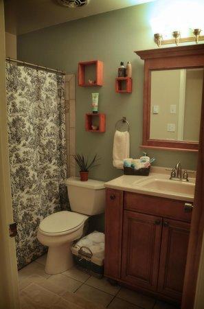 Harmony Farm & Guesthouse: Slickrock Room Private Bath