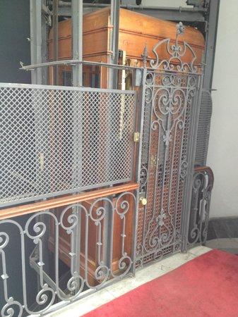 Hotel Plaza Fuerte: elevador