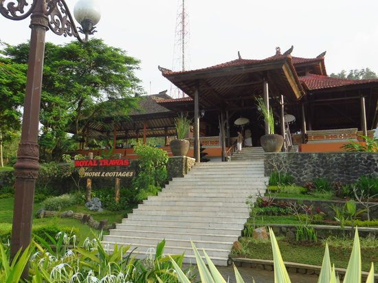 Royal Trawas Hotel & Cottages: Enterance