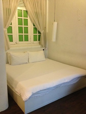Mango Tree Place - Townhouse 1934: King-size bed