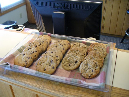 The Country Inn at the Mall: Warm Cookies at Check in