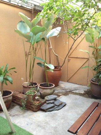 Mango Tree Place - Townhouse 1934: Courtyard