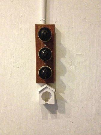 Mango Tree Place - Townhouse 1934: Nostalgic light switches