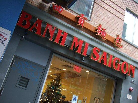 Banh Mi Saigon Bakery: 店内は狭いです
