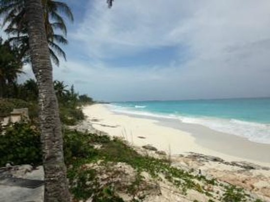 Exuma Palms Hotel: Beach at hotel is at least .5 miles