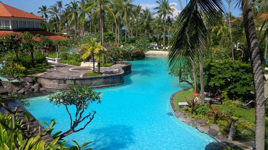 The Laguna, a Luxury Collection Resort & Spa: pool with sand
