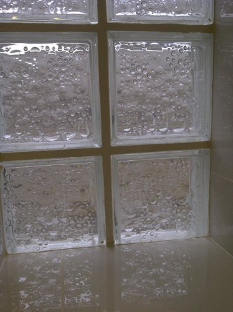 Fistral Beach Hotel and Spa : Window with grout left on it