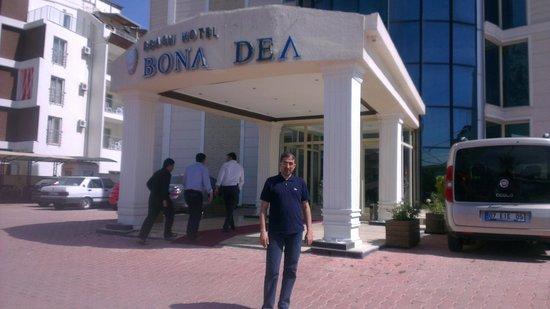 Lims Bona Dea Beach Hotel : hotel entrance